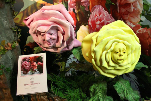 Alice In Wonderland Paper Flowers 3 560x372
